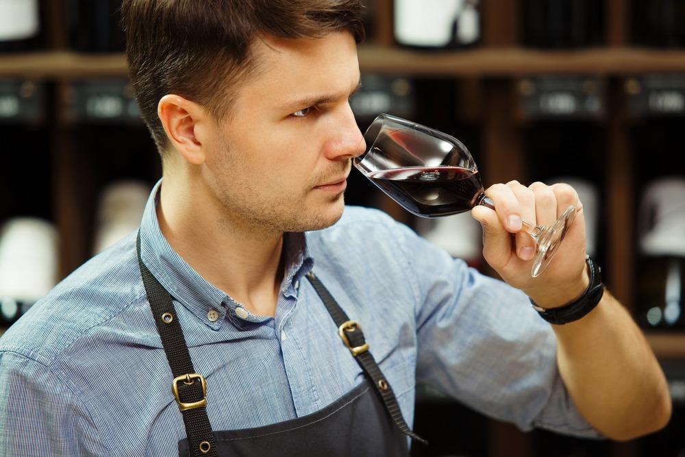 ¿Cuáles son las fases de una cata de vinos?